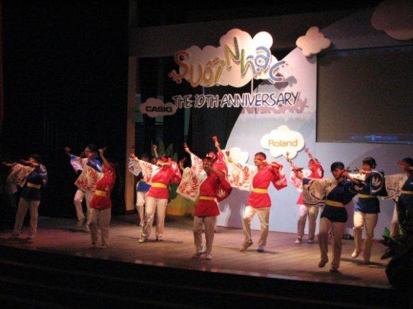 Biểu diễn Torakku và Nana tại chương trình Suối Nhạc